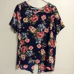 New! Cute Floral Top XL